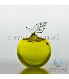 Сувенир в виде малого яблока из цветного (желтого) стекла 11,5 см